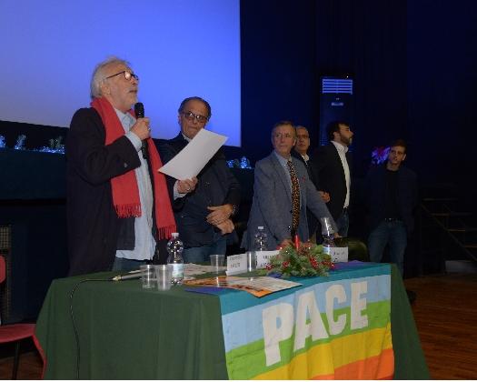 http://www.ragusanews.com//immagini_articoli/16-12-2016/domani-di-cyril-dion-miglior-lungometraggio-del-vittoria-peace-film-fest-420.jpg