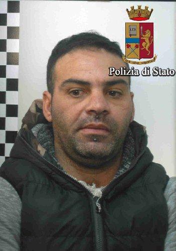 https://www.ragusanews.com//immagini_articoli/16-12-2017/vittoria-spacciatore-amfetamine-arrestato-simone-cintolo-500.jpg