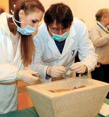 https://www.ragusanews.com//immagini_articoli/16-12-2018/1544965393-paleopatologia-tumore-benigno-ossa-scheletri-siciliani-2-240.jpg