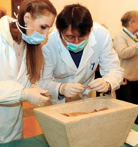 https://www.ragusanews.com//immagini_articoli/16-12-2018/1544965393-paleopatologia-tumore-benigno-ossa-scheletri-siciliani-2-500.jpg