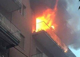https://www.ragusanews.com//immagini_articoli/16-12-2018/incendio-appartamento-vittoria-240.jpg