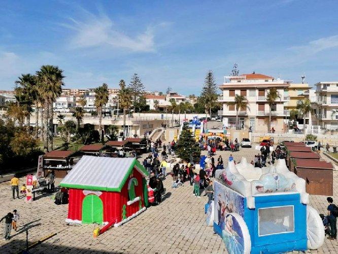 https://www.ragusanews.com//immagini_articoli/16-12-2019/natale-al-porto-a-marina-di-ragusa-500.jpg