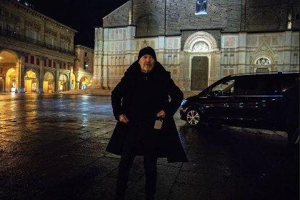 https://www.ragusanews.com//immagini_articoli/16-12-2020/vasco-rossi-io-col-diploma-di-ragioniere-intervistavo-guccini-280.jpg
