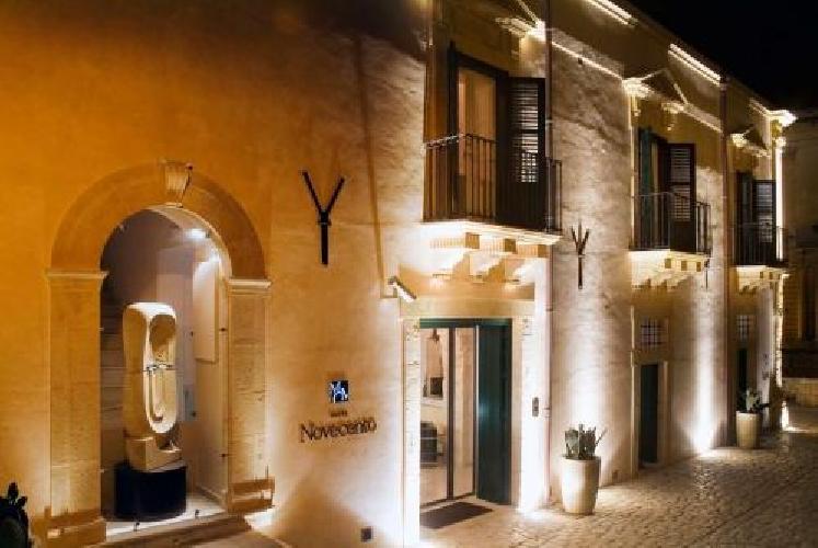 http://www.ragusanews.com//immagini_articoli/17-01-2014/lhotel-900-ha-ricevuto-il-trivago-hotel-award-2013-500.jpg