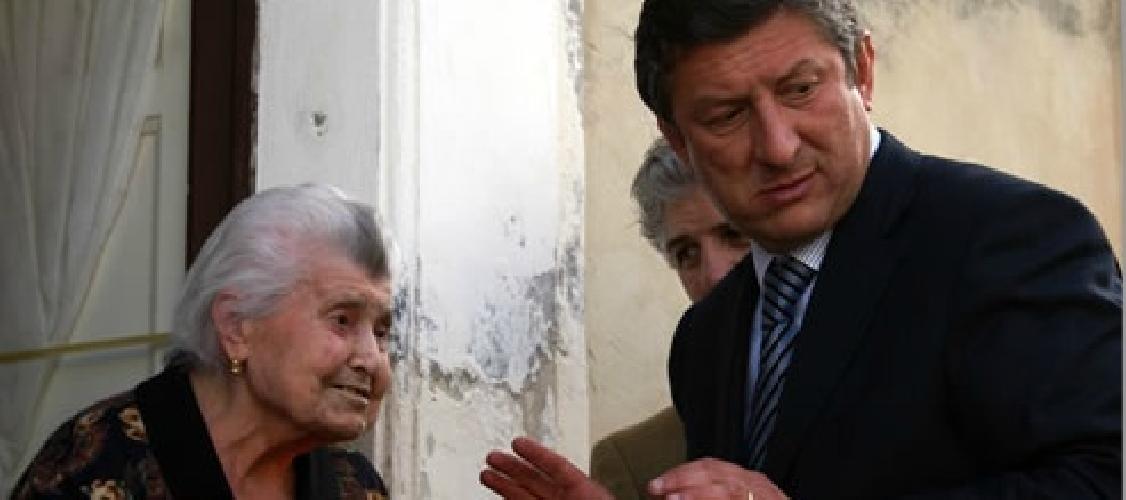 http://www.ragusanews.com//immagini_articoli/17-01-2014/soldi-ai-gruppi-parlamentari-leontini-28-mila-euro-a-cene-in-un-anno-500.jpg
