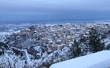 http://www.ragusanews.com//immagini_articoli/17-01-2017/neve-imbianca-chiaramonte-scuole-chiuse-100.jpg