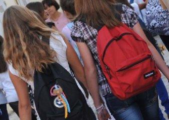 https://www.ragusanews.com//immagini_articoli/17-01-2018/chiaramonte-bidello-molestava-studenti-scuola-alberghiera-denunciato-240.jpg