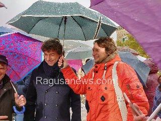 https://www.ragusanews.com//immagini_articoli/17-01-2019/alberto-angela-gira-modica-pioggia-240.jpg
