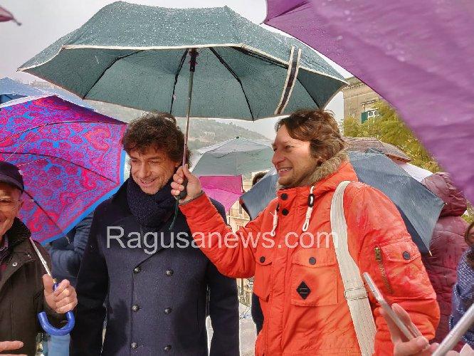 https://www.ragusanews.com//immagini_articoli/17-01-2019/alberto-angela-gira-modica-pioggia-500.jpg