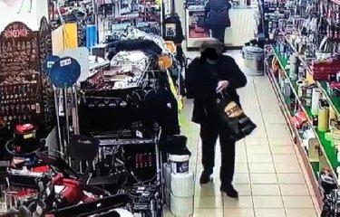 https://www.ragusanews.com//immagini_articoli/17-01-2019/diventa-virale-video-prete-siciliano-ruba-negozio-240.jpg