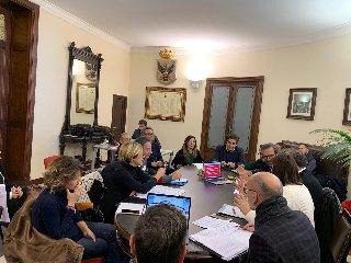 https://www.ragusanews.com//immagini_articoli/17-01-2019/palazzo-ducezio-ieri-incontro-comuni-sicilia-240.jpg