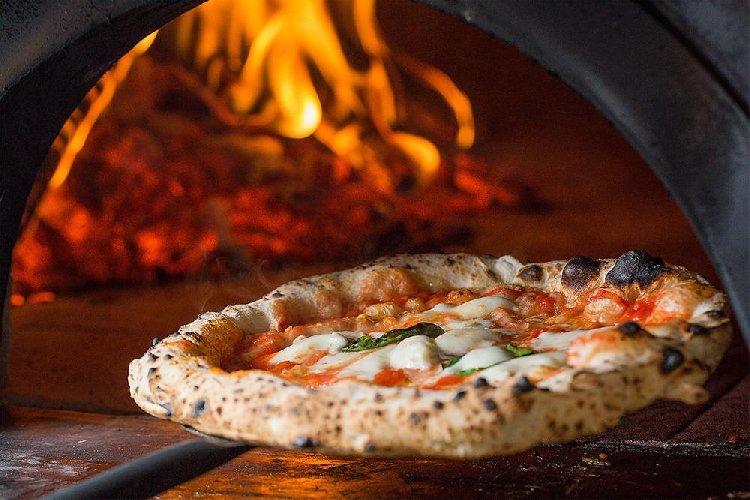 https://www.ragusanews.com//immagini_articoli/17-01-2021/oggi-e-il-pizza-day-festa-home-made-per-il-simbolo-made-in-italy-500.jpg