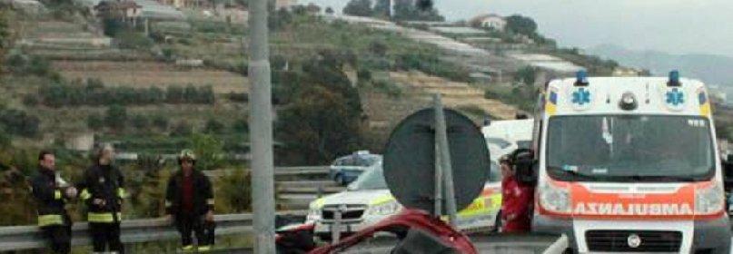 https://www.ragusanews.com//immagini_articoli/17-01-2021/sicilia-un-morto-e-4-feriti-gravi-3-bambini-in-un-incidente-280.jpg