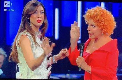 https://www.ragusanews.com//immagini_articoli/17-01-2021/virginia-raffaele-e-ornella-vanoni-stasera-a-che-tempo-che-fa-280.jpg