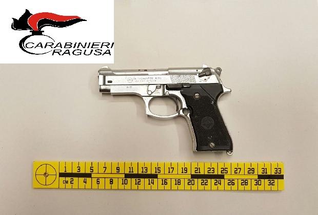 https://www.ragusanews.com//immagini_articoli/17-02-2017/rubano-panda-vanno-giro-pistola-giocattolo-fermati-420.jpg