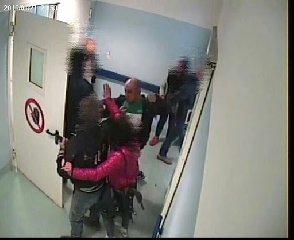 https://www.ragusanews.com//immagini_articoli/17-02-2020/tossicodipendente-aggredisce-infermieri-all-ospedale-di-vittoria-240.jpg