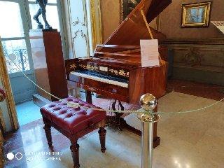 https://www.ragusanews.com//immagini_articoli/17-02-2020/una-mostra-di-pianoforti-a-palermo-240.jpg