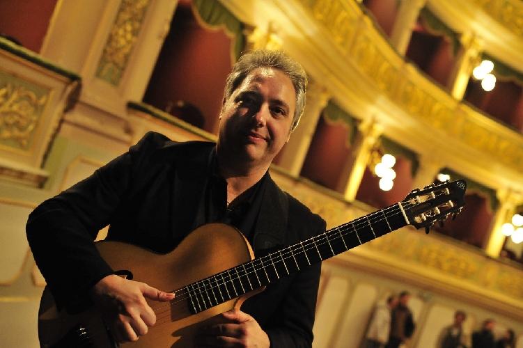 http://www.ragusanews.com//immagini_articoli/17-03-2015/il-chitarrista-buzzurro-alla-badia-500.jpg