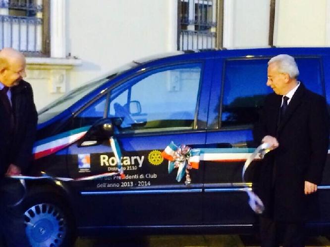 http://www.ragusanews.com//immagini_articoli/17-03-2015/il-rotary-donato-una-phedra-al-comune-di-pozzallo-500.jpg