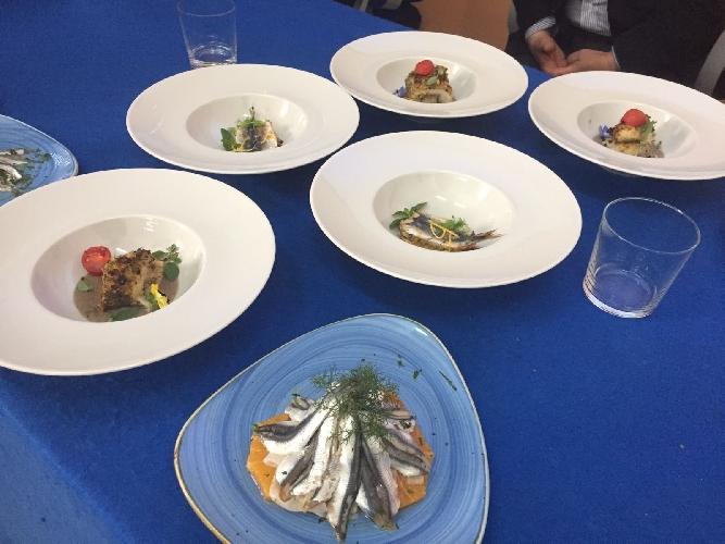 http://www.ragusanews.com//immagini_articoli/17-03-2017/tavola-pesce-seminario-istituto-alberghiero-modica-500.jpg