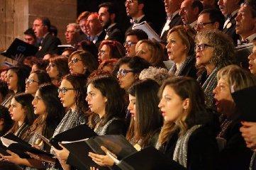 https://www.ragusanews.com//immagini_articoli/17-03-2018/canto-zolfatari-ennesi-cristo-morto-240.jpg