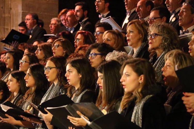 https://www.ragusanews.com//immagini_articoli/17-03-2018/canto-zolfatari-ennesi-cristo-morto-500.jpg