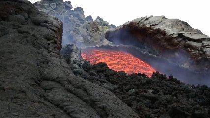 https://www.ragusanews.com//immagini_articoli/17-03-2018/etna-eruzioni-passate-ricostruite-240.jpg