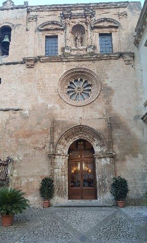 https://www.ragusanews.com//immagini_articoli/17-03-2018/modica-apre-portale-gotico-laterale-chiesa-carmine-500.jpg