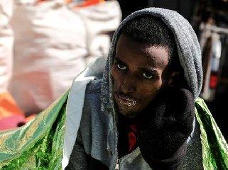 https://www.ragusanews.com//immagini_articoli/17-03-2018/segen-storia-migrante-eritreo-morto-fame-pozzallo-240.jpg