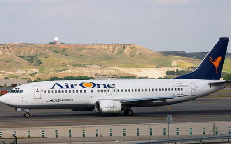 http://www.ragusanews.com//immagini_articoli/17-04-2013/aeroporto-di-comiso-trattative-con-air-one-voli-per-roma-e-milano-500.jpg