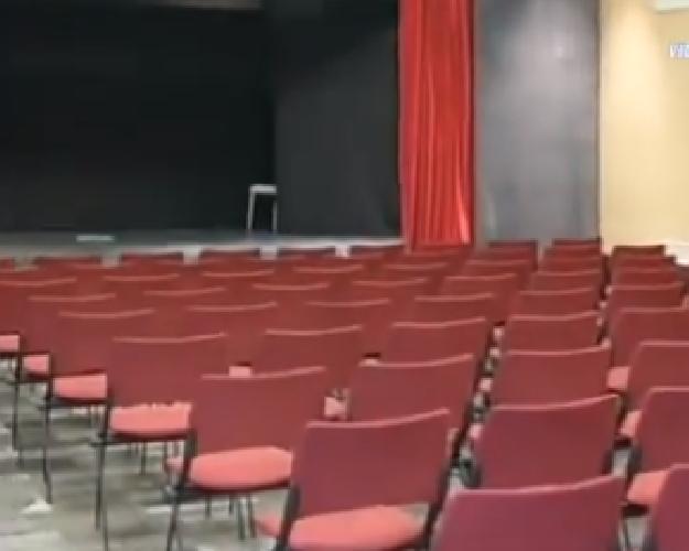 http://www.ragusanews.com//immagini_articoli/17-04-2015/riapre-a-ragusa-il-teatro-ideal-500.png