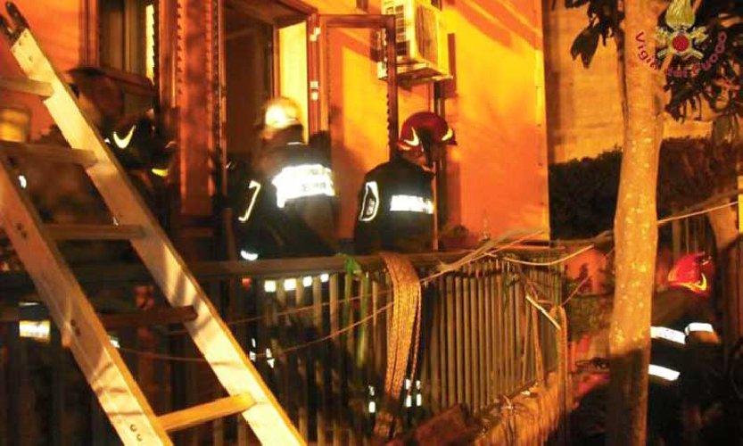 https://www.ragusanews.com//immagini_articoli/17-04-2018/ragusa-morti-anziani-coniugi-incendio-archimede-500.jpg