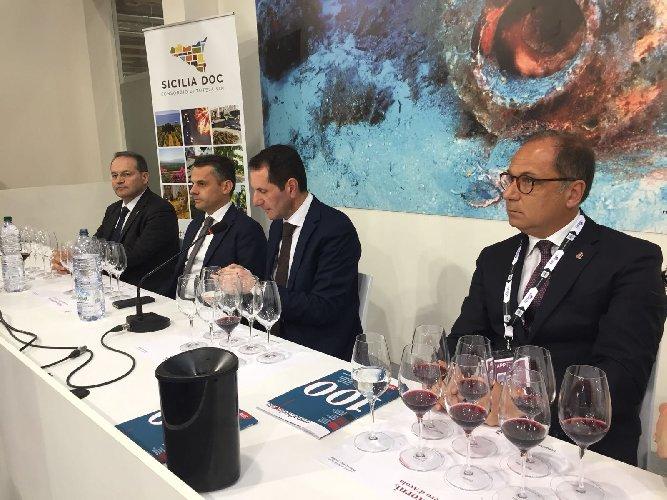 https://www.ragusanews.com//immagini_articoli/17-04-2018/vinitaly-presentata-convention-primavera-citta-vino-500.jpg