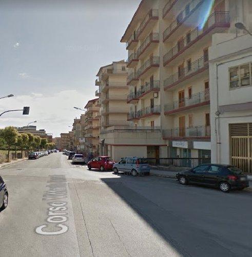 https://www.ragusanews.com//immagini_articoli/17-04-2019/pozzallo-cade-balcone-e-tragedia-forse-suicidio-500.jpg