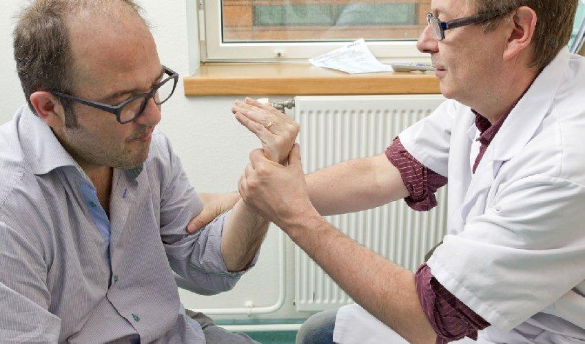 https://www.ragusanews.com//immagini_articoli/17-04-2019/sclerosi-multipla-il-guzzardi-abilitato-a-farmaci-di-seconda-linea-500.jpg