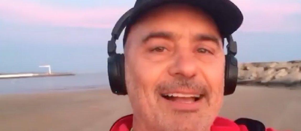 https://www.ragusanews.com//immagini_articoli/17-05-2018/zingaretti-corro-spiaggia-immerso-bellezza-video-500.jpg