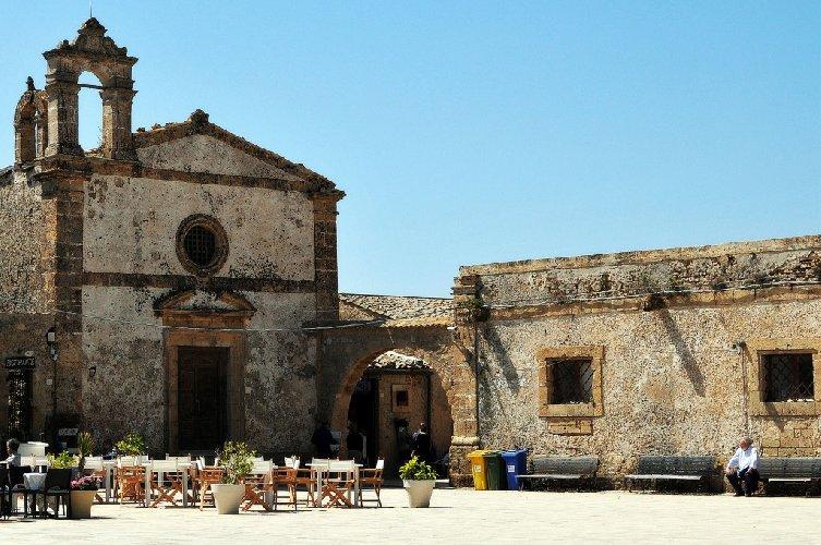 https://www.ragusanews.com//immagini_articoli/17-05-2019/chiesetta-di-marzamemi-diventa-museo-mare-in-omaggio-a-tusa-500.jpg