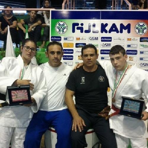 https://www.ragusanews.com//immagini_articoli/17-06-2012/judo-marta-causarano-e-angelo-vilardo-ottengono-largento-500.jpg