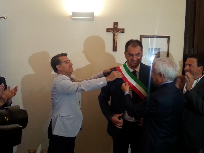 https://www.ragusanews.com//immagini_articoli/17-06-2015/muraglie-insediato-roccuzzo-verso-la-presidenza-del-consiglio-500.jpg