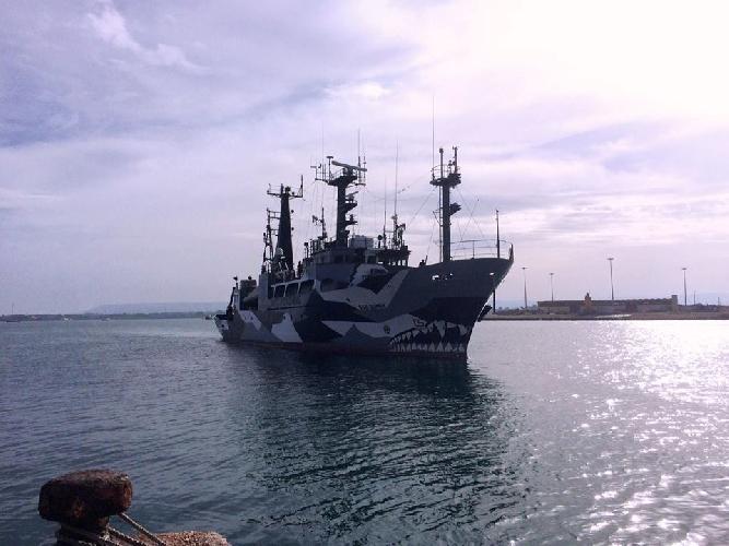 http://www.ragusanews.com//immagini_articoli/17-06-2016/una-baleniera-giapponese-al-porto-di-siracusa-500.jpg