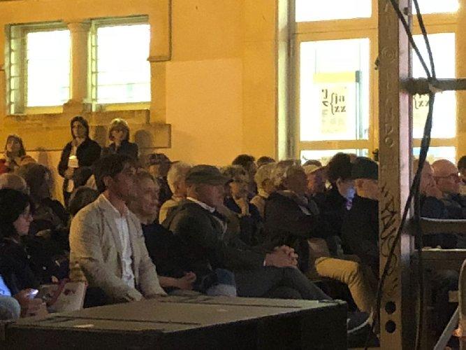 https://www.ragusanews.com//immagini_articoli/17-06-2018/francesco-cafiso-ringrazio-palco-luca-zingaretti-personaggio-jazz-500.jpg