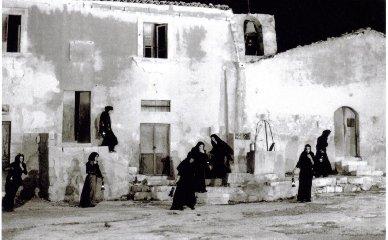 https://www.ragusanews.com//immagini_articoli/17-06-2019/marsaharillah-cinema-in-piazza-a-marina-di-ragusa-240.jpg