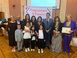 https://www.ragusanews.com//immagini_articoli/17-06-2019/premio-a-roma-per-la-scuola-portella-ginestra-240.jpg