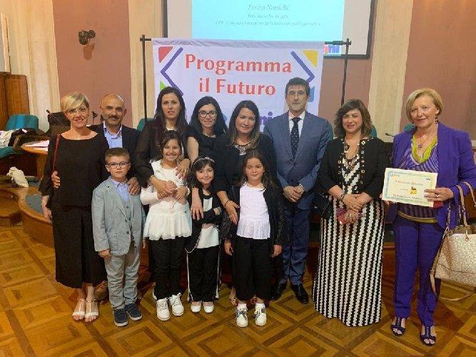 https://www.ragusanews.com//immagini_articoli/17-06-2019/premio-a-roma-per-la-scuola-portella-ginestra-500.jpg