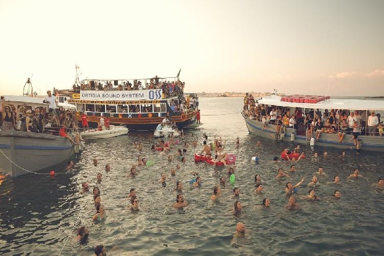 https://www.ragusanews.com//immagini_articoli/17-06-2020/i-festival-esperienziali-in-sicilia-siamo-forti-e-facciamo-rete-500.jpg