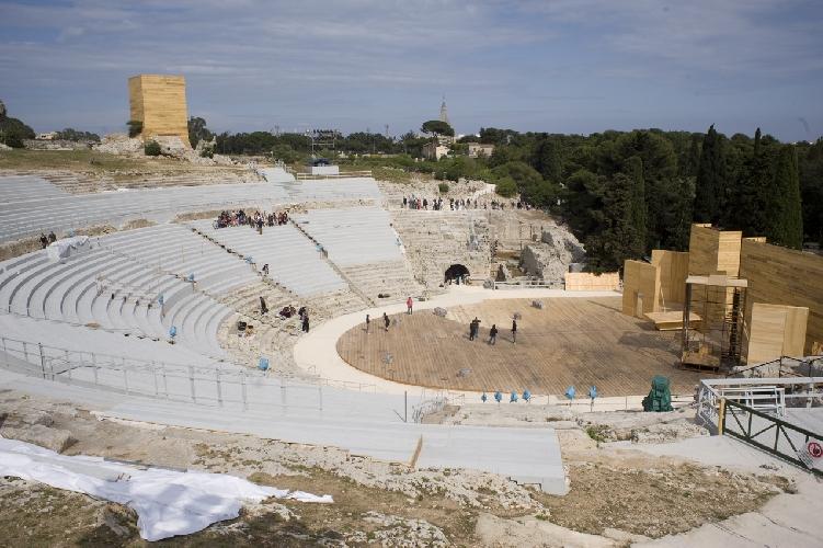 http://www.ragusanews.com//immagini_articoli/17-07-2014/i-carmina-burana-al-teatro-greco-di-siracusa-500.jpg