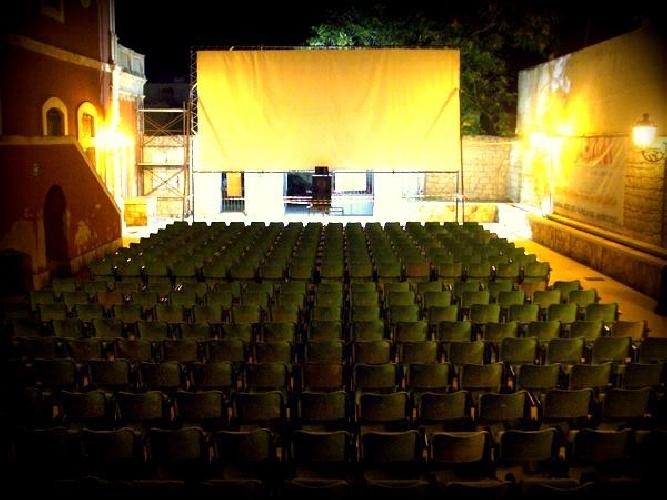 https://www.ragusanews.com//immagini_articoli/17-07-2015/apre-l-arena-di-donnalucata-a-scicli-due-cinema-in-estate-500.jpg