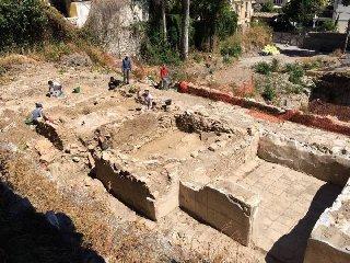 https://www.ragusanews.com//immagini_articoli/17-07-2018/archeologia-ville-romane-rinvenute-taormina-240.jpg