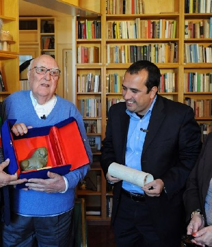 https://www.ragusanews.com//immagini_articoli/17-07-2019/il-sindaco-di-scicli-camilleri-e-la-sicilia-500.jpg