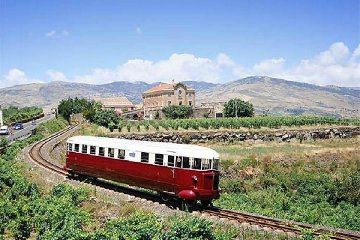 https://www.ragusanews.com//immagini_articoli/17-07-2019/in-treno-storico-da-catania-scoperta-dei-sapori-calatino-240.jpg